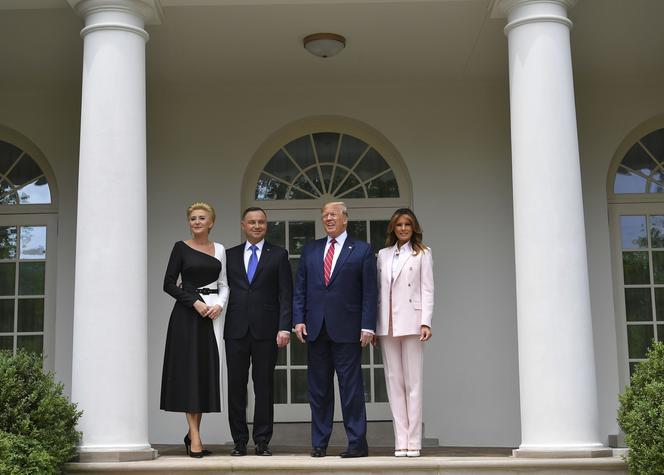 Bez Butów Przed Białym Domem Tak Czyścili Dywan Dla Dudy