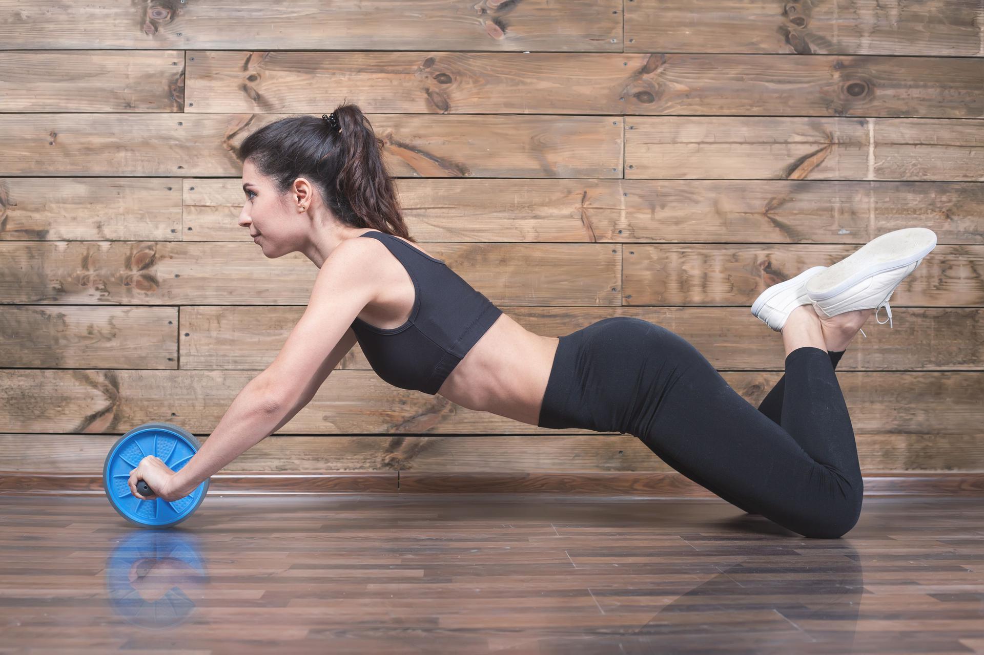 e5780e88 Kółko do ćwiczeń mięśni brzucha - jak go używać i jakie daje efekty? -  WFormie24.pl