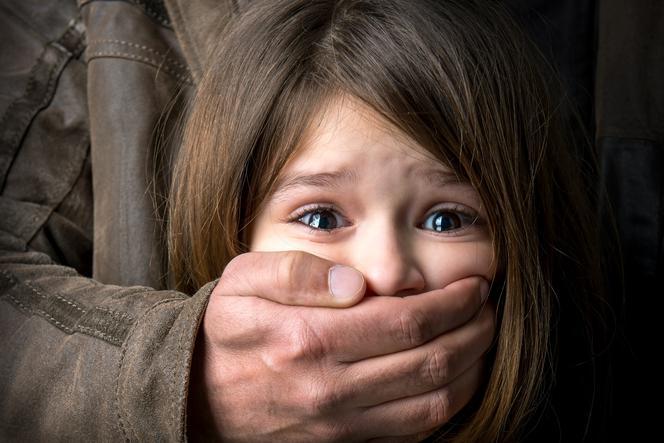 pedofilia, znęcanie się na dziećmi, dziecko