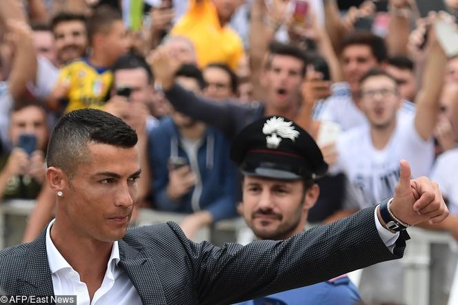 69e4d5bb2 To się stało! Cristiano Ronaldo oficjalnie powitany w Juventusie ...