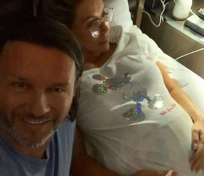 Małgorzata Rozenek Majdan eksponuje ciążowy brzuszek w