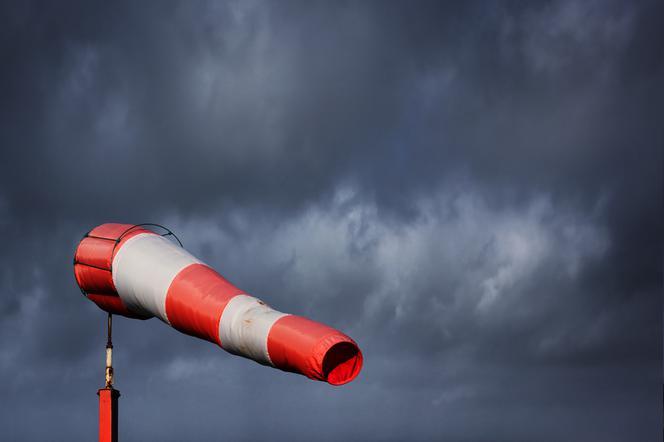 Znalezione obrazy dla zapytania: silny wiatr alert