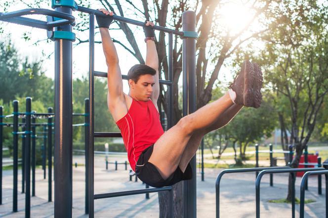 Odchudzanie. Jak ćwiczyć na siłowni plenerowej?