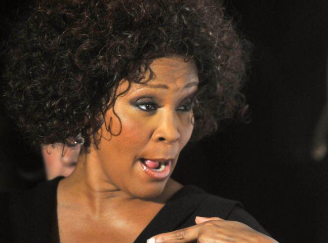 Tak umierała Whitney Houston. Wypadły jej zęby, ZGNIŁ NOS... - Super Express