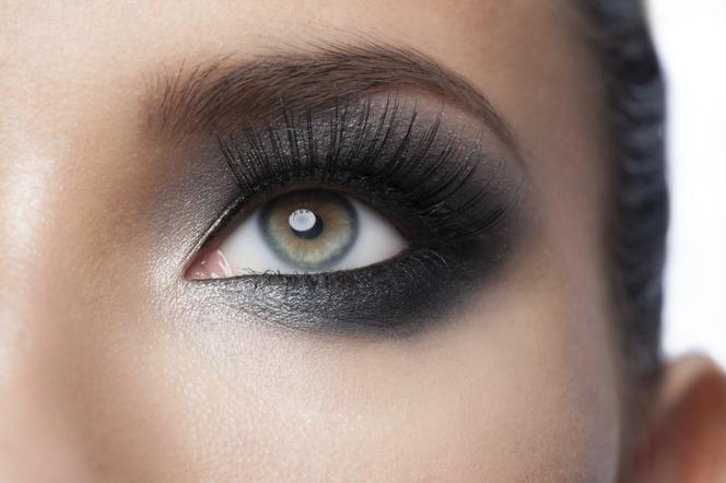 Smoky Eyes Jak Wykonać Klasyczny Makijaż Oczu Krok Po Kroku
