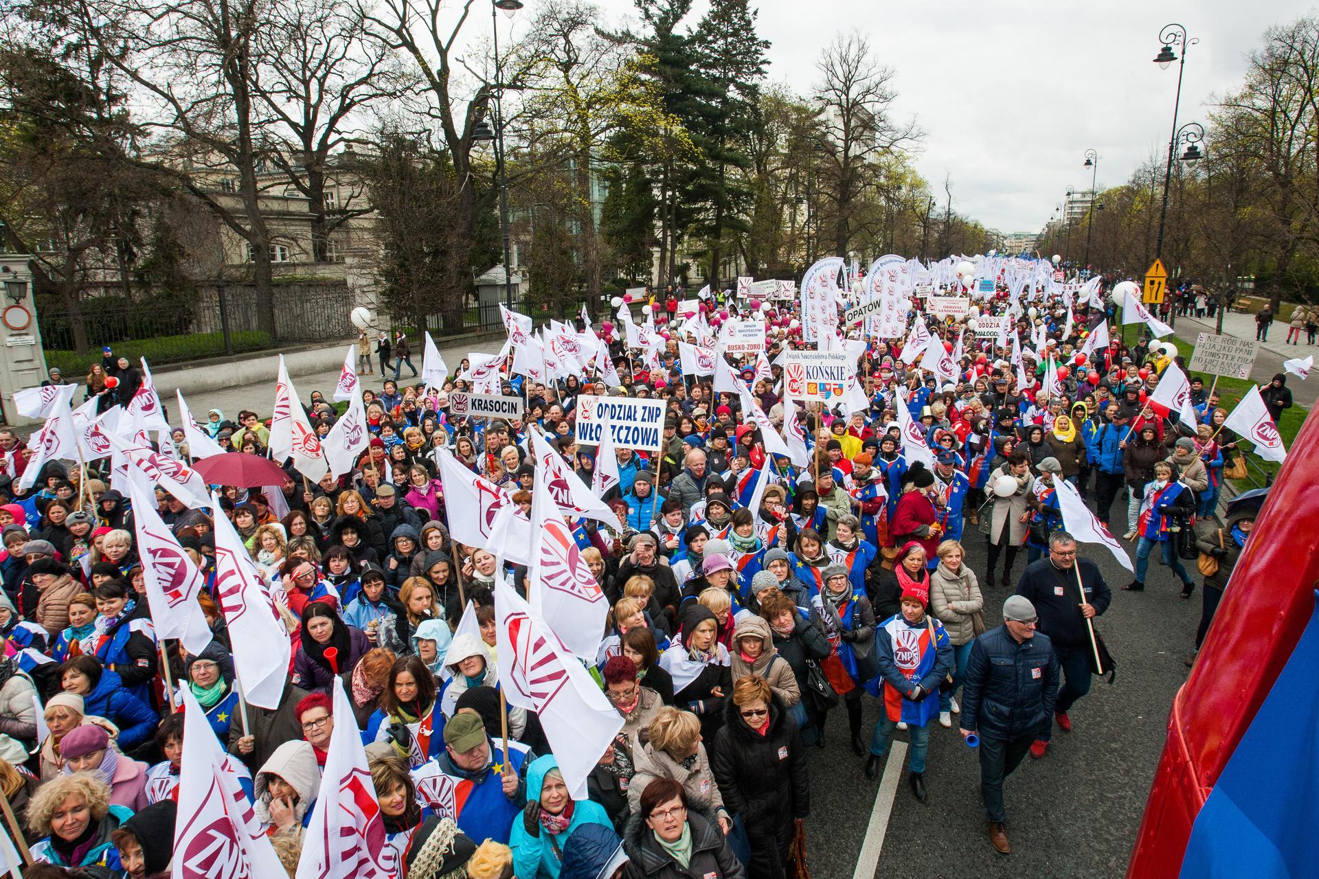 Strajk Nauczycieli. Żądają 1000 Zł Podwyżki I Dymisji