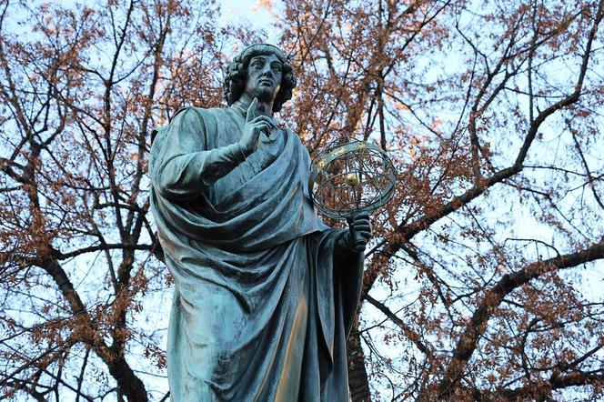 Urodziny Mikołaja Kopernika. Największe dzieło astronom zaczął pisać w Olsztynie! - Super Express