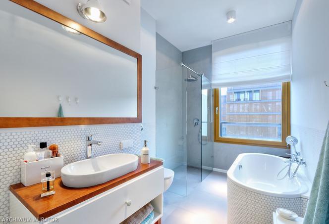 Szara łazienka w różnych stylach: pomysły na aranżację