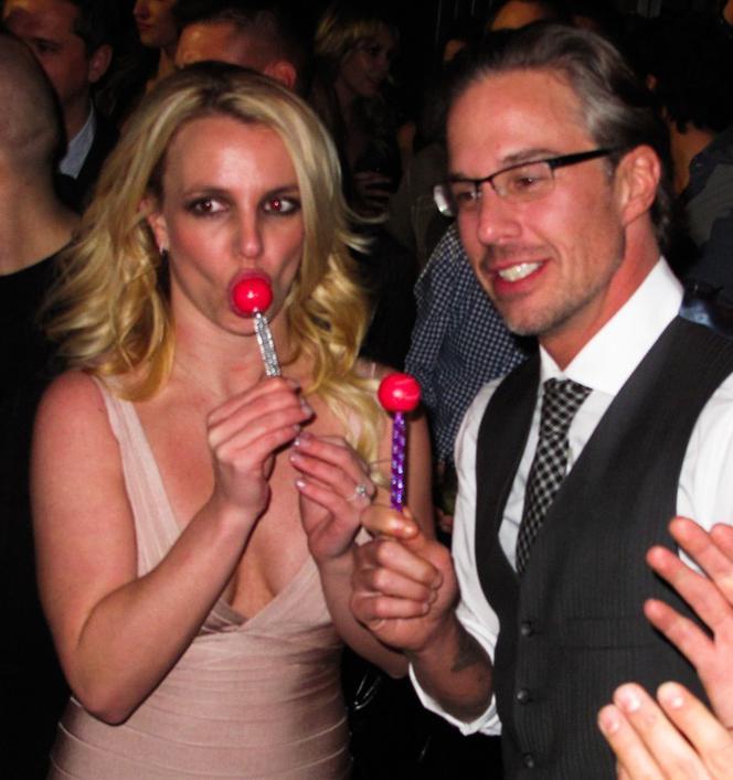 Britney Spears uprawia seks lesbijski mała analna rurka porno