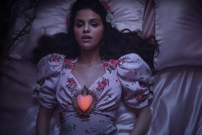 Selena Gomez - nowa piosenka De Una Vez w całości po hiszpańsku! O czym śpiewa gwiazda? - ESKA.pl