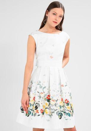 1c55f77e7a Sukienki na komunię dla mamy  jakie wybrać   10 propozycji ...