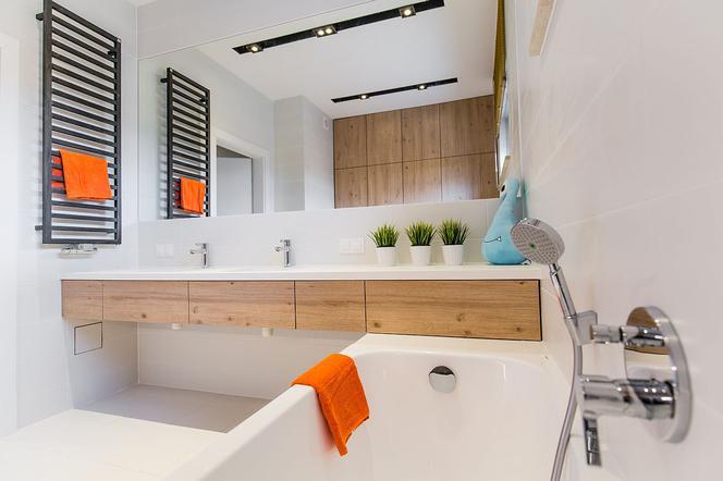 łazienkowe Aranżacje Z Białymi Płytkami W Roli Głównej