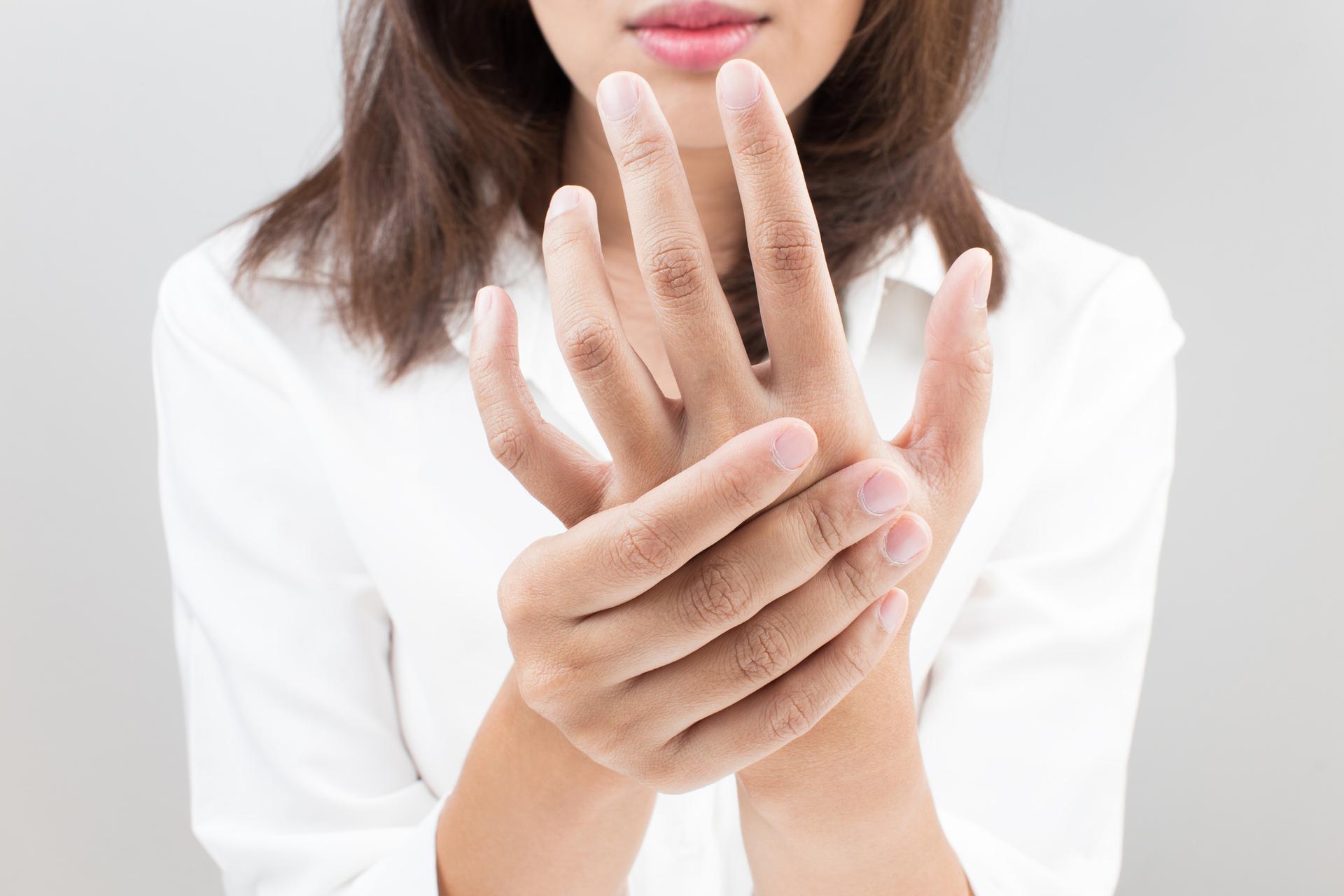 Ból Palców Rąk Przyczyny I Leczenie Poradnikzdrowiepl