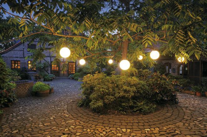 Oświetlenie Ogrodu I Tarasu Po Zmroku Wybieramy Modne Lampy