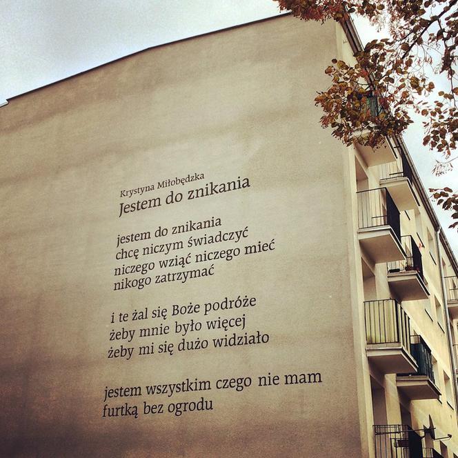 Poetyckie Murale W Poznaniu Na ścianie Budynku Zawisł