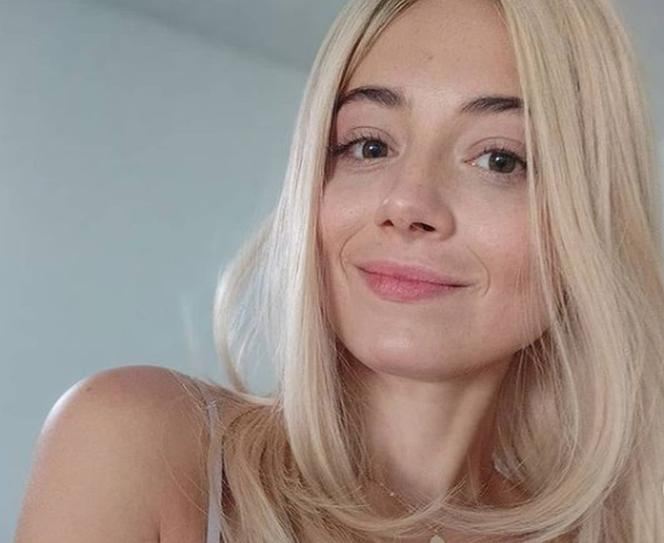 ¡Adriana Kalska es increíblemente sexy envuelta en ropa interior ajustada en la cama!  Iza aparecerá con M Like Love en la serie de concursos - FOTOS