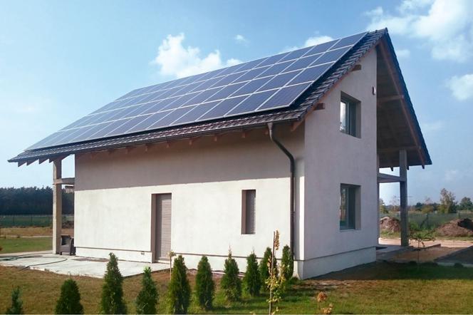Nowoczesna architektura Folia grzewcza i panele fotowoltaiczne: ogrzewanie domu za darmo ZV45