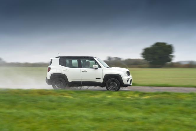 Jeep Renegade 4XE S 240 KM 6AT