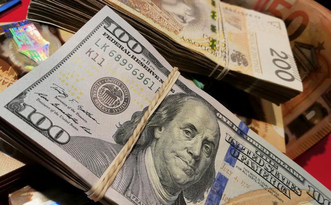 14-åringen KASTTE Voksne.  Hun fant de funnet pengene hos politiet