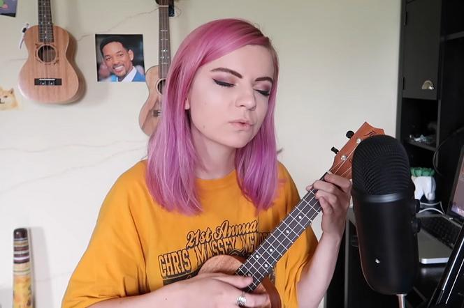 Billie Eilish - piosenka Bad Guy zagrana na ukulele. Internet nie był na to gotowy!