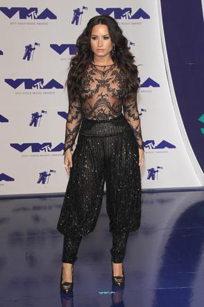 Selena Gomez nago seks lesbijski gejów stadniny porno