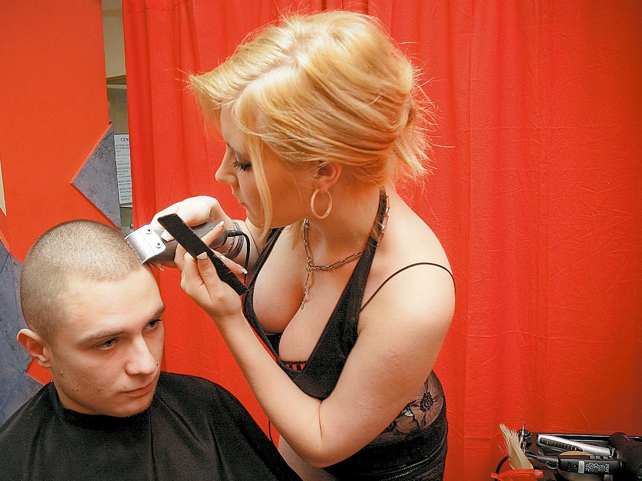 Ang sexy hairdresser na peyer yumiko ay nagiging mas malaki