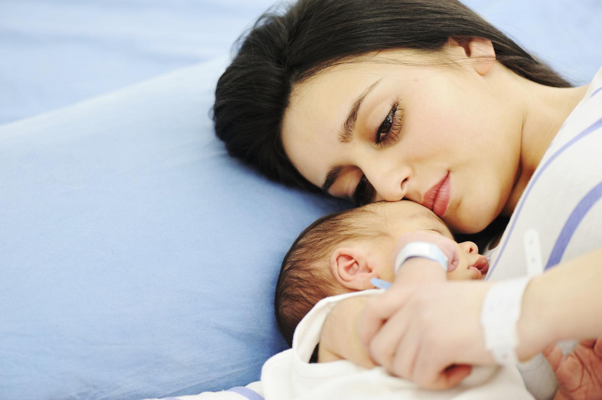 POŁÓG - niepokojące objawy po porodzie - PoradnikZdrowie pl