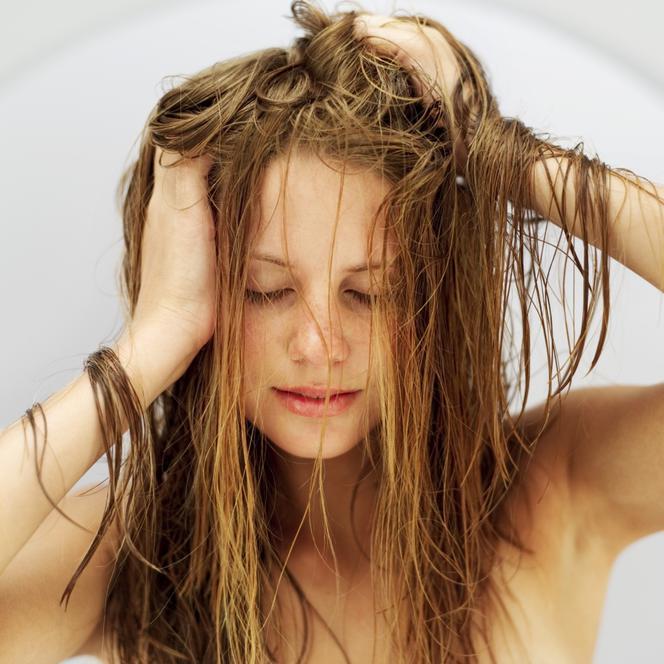 Włosy Tłuste Pielęgnacja Dlaczego Włosy Się