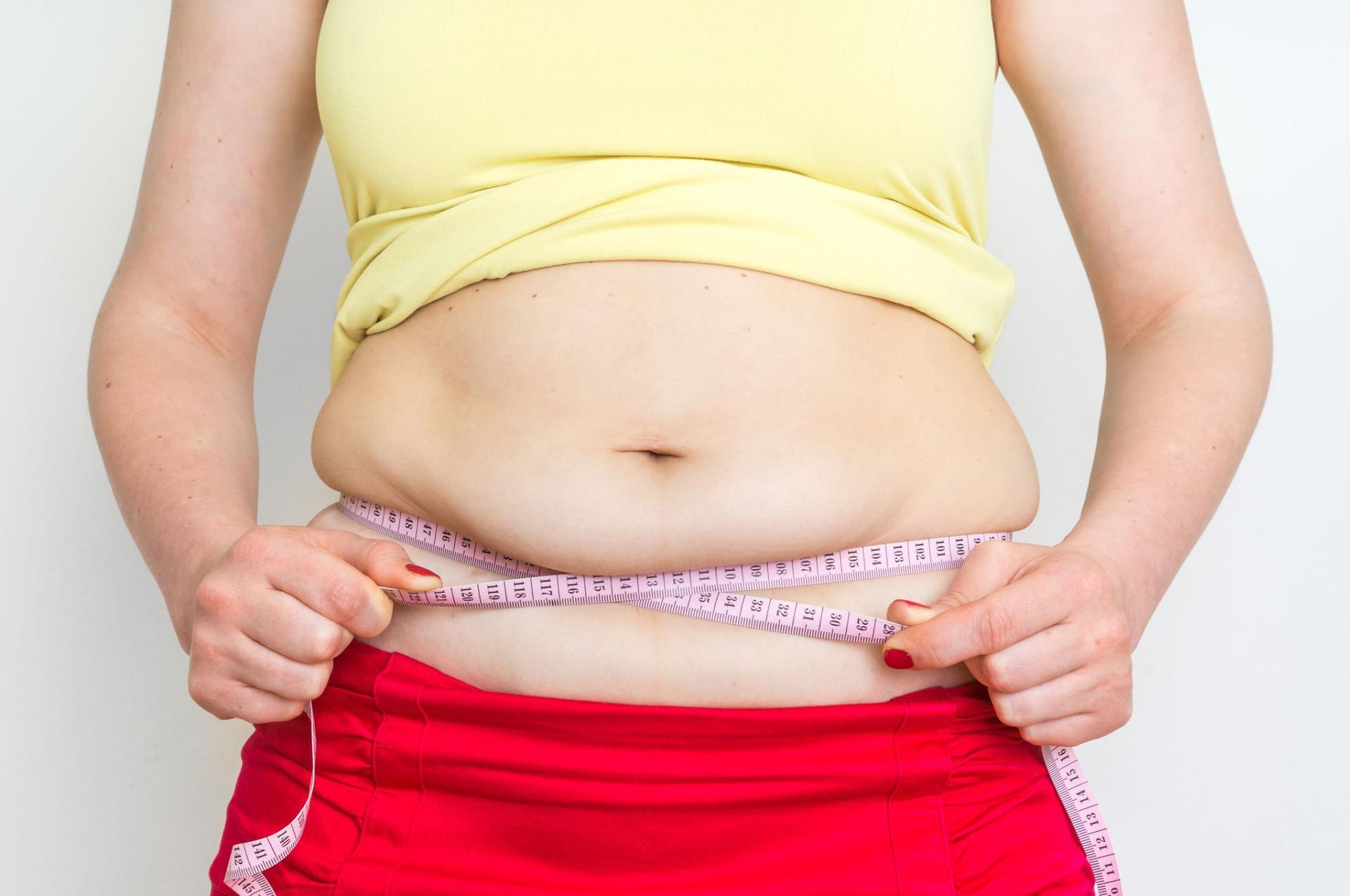 Jak schudnąć z brzucha? Dieta na płaski brzuch + ćwiczenia