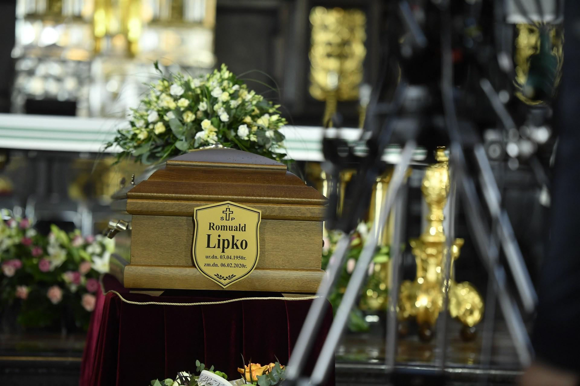 Pogrzeb Romualda Lipki. Muzycy Budki Suflera klęczeli przy trumnie. Bez Cugowskiego [RELACJA, ZDJĘCIA, WIDEO] - Super Express