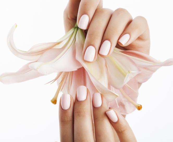 Manicure japoński jak go zrobić? Japoński manicure krok po kroku