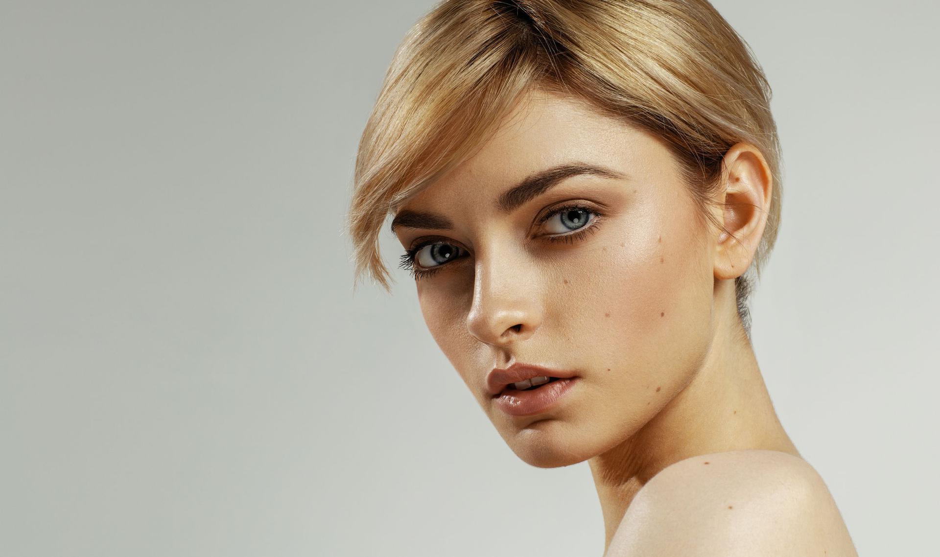 Jak Wyszczuplić Twarz Makijaż Fryzura ćwiczenia I Inne