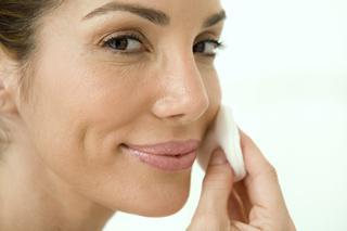 Strobing Konturowanie Twarzy Rozświetlaczem Jak Zrobić Makijaż