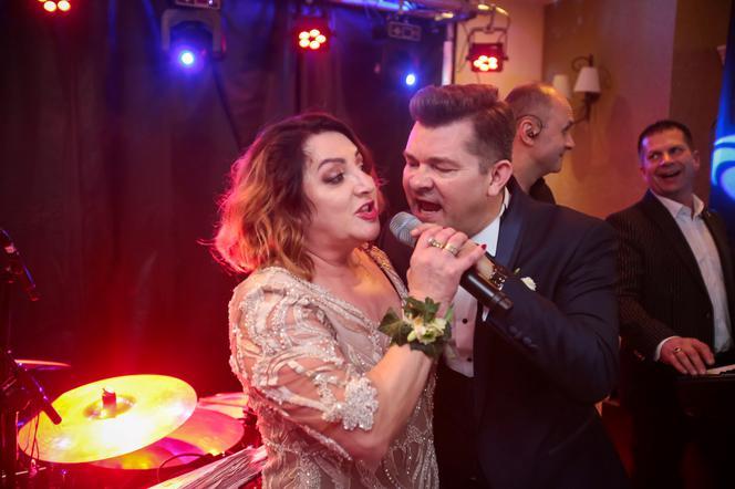 żona Zenka Martyniuka śpiewa Wielki Szlagier Na Weselu Syna Wideo