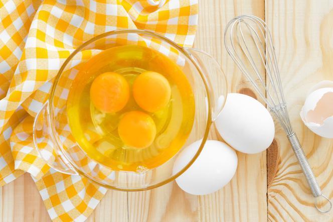 maseczka z jajka na wypadanie włosów