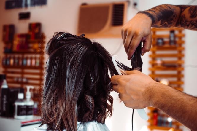 Kiedy będą otwarte salony fryzjerskie? Czy otworzą salony fryzjerskie od 19 kwietnia?