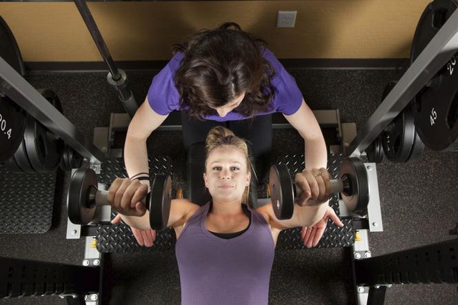 Umawiać się z każdą dziewczyną na siłowni
