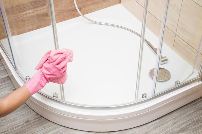 Мытье душевой кабины