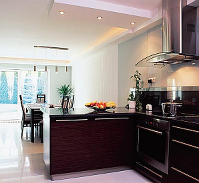 Kuchnia W Domu Jednorodzinnym Kuchnia Z Oknem Na Ogród Czy