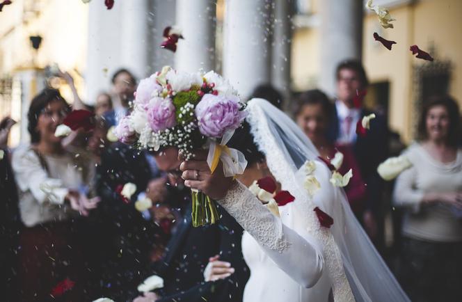 8f9bd068de Jak się pobrać i nie zbankrutować  10 sposobów