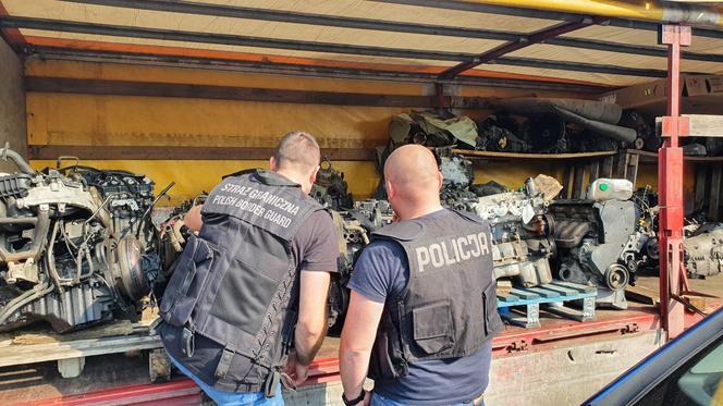 Uniforma a descoperit o gaură într-o mașină cu un Mercedes furat