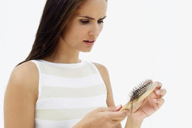nadmierne wypadanie włosów po farbowaniu