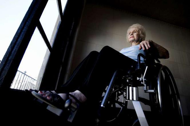 Инвалид, инвалидная коляска, пенсия, пенсионер