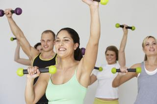 Zumba Toning - co to jest? Jakie efekty daje trening zumby z toning sticks?