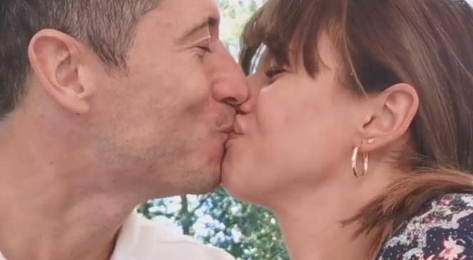 seks i całowanie filmy Lesbijki pokojówka filmy porno