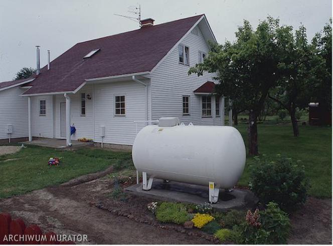 podłączyć zbiornik propanu do domu