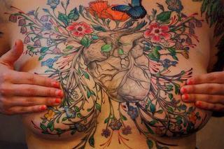 Niezwykłe Tatuaże Które Ukrywają Blizny Po Usunięciu Piersi