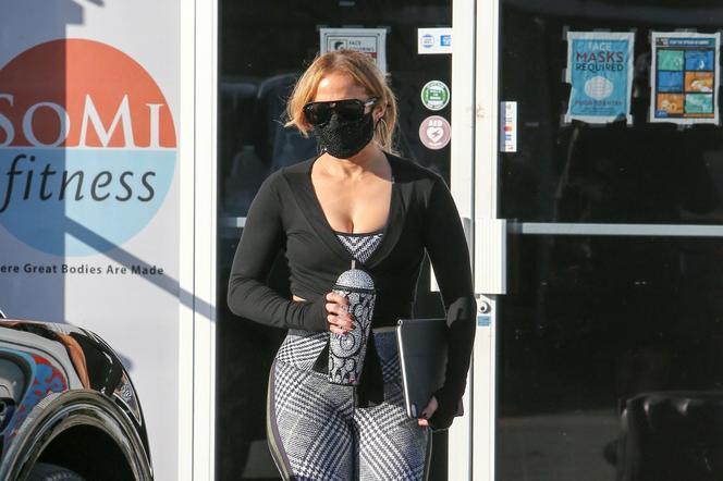 Jennifer Lopez wychodzi z siłowni
