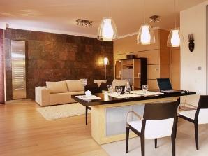 Właściwie każde jasne wnętrze mieszkania zdaje się być większe