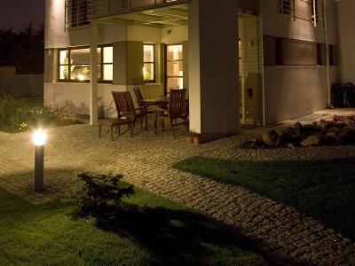 światło Wokół Domu Oświetlenie Wjazdu I Wejścia Do Domu